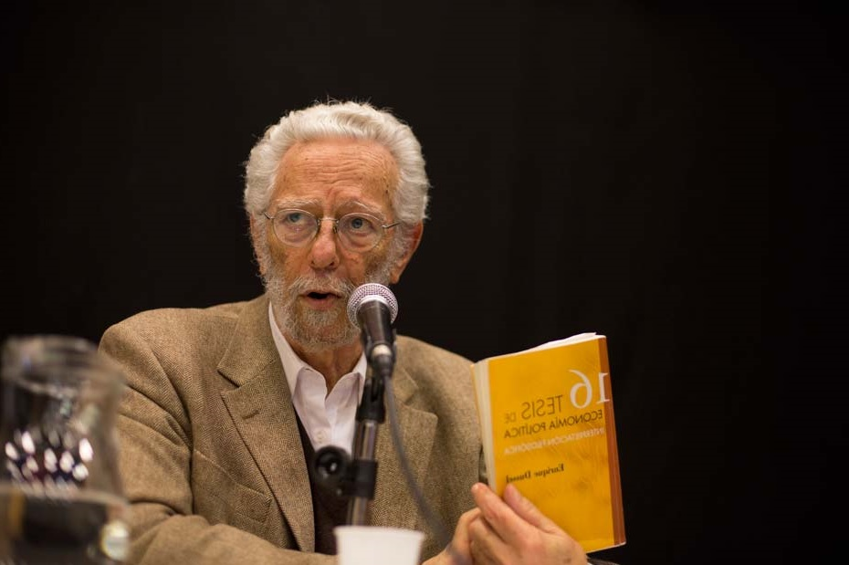 Universidad de Chile otorga premio Doctor Honoris Causa a Enrique Dussel
